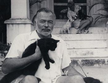 Ernest Hemingway holding black cat